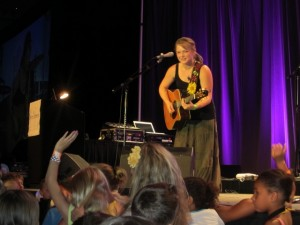 Crystal Bowersox answering questions from the audience